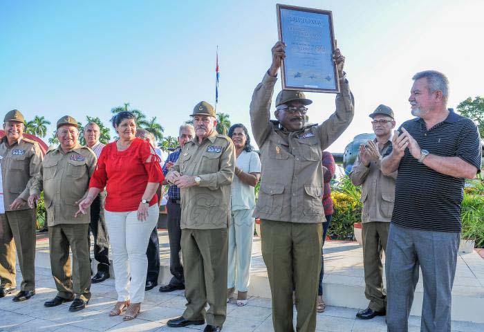Felicita Raúl Castro al Regimiento de Aviación de la Guardia Playa Girón (+Fotos)