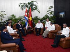 En un ambiente de sincera amistad, dialogaron sobre las especiales relaciones de hermandad entre ambos países.
