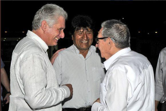 Evo Morales greeted by Raúl and Díaz-Canel on his way to New York City