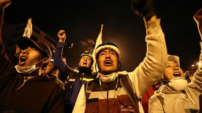 Ecuatorianos celebran derogación del Decreto 883