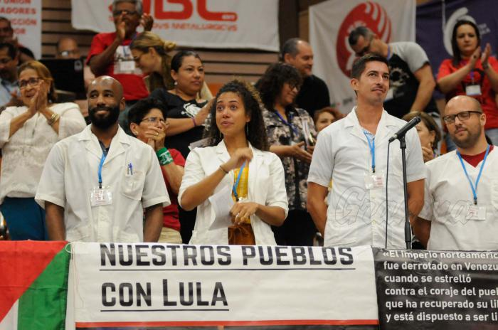 Delegación de Brasil recibe firmas por libertad de Lula recogidas en Cuba (+Fotos)