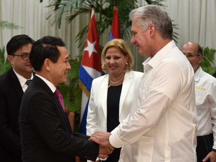 Presidente cubano recibe al Canciller de la República Democrática Popular Lao