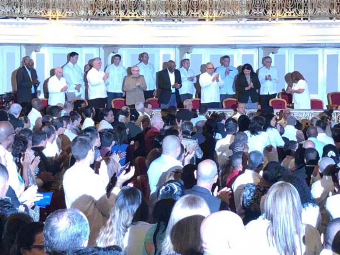 Participan Raúl y Díaz-Canel en sesión solemne de Asamblea de Gobierno de La Habana