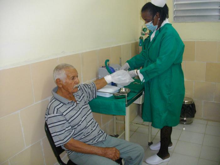 Incluida dentro de las modalidades de la Medicina Natural y Tradicional reconocidas en Cuba, la ozonoterapia está extendida a todo el país. Foto: Archivo de Granma