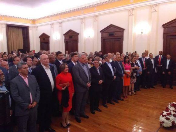 Encuentro-con-emigrados  Contamos con ustedes, le dijo el Presidente Miguel Díaz-Canel a los cubanos residentes en Estados Unidos.
