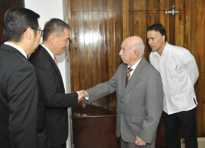 Machado Ventura receives special envoy of the Communist Party of China