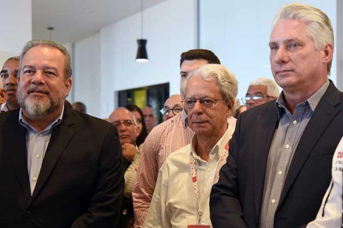 Presidente de Cuba asiste a clausura de evento culinario en Cuba