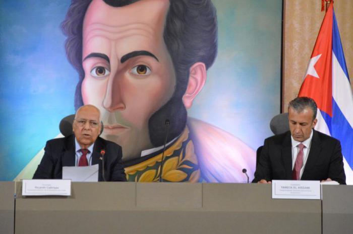 Ricardo Cabrisas (izquierda) y Tarek el Aissami coincidieron en destacar que el Convenio de Cooperación Integral Cuba-Venezuela forma parte de la estrategia para enfrentar a un enemigo común: el imperialismo de Estados Unidos. foto: cancillería de venezuela