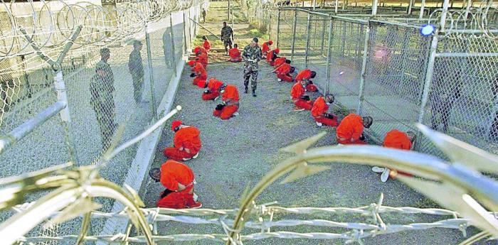 Detenidos paquistaníes en la prisión en Guántanamo, en enero de 2002, cuando había 600 presos.
