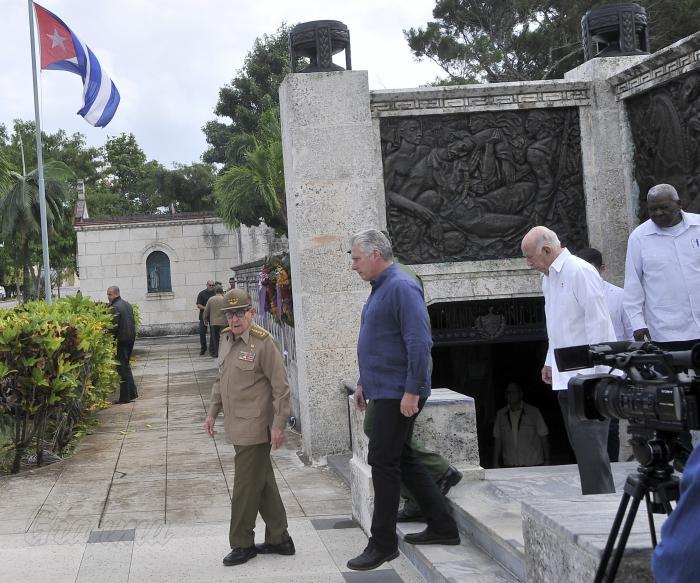 Presiden Raúl Castro y Díaz-Canel duelo de despedida de heroína Asela de los Santos
