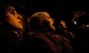 Mujeres expresan su solidaridad con las familias de las víctimas del accidente del avión Boeing 737-800, vuelo PS 752, en Teherán, Irán