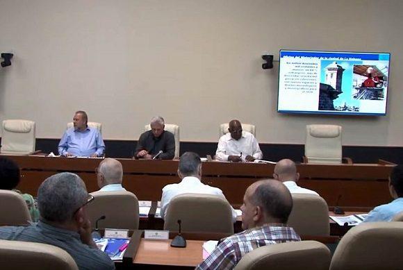 Díaz-Canel, el vicepresidente Salvador Valdés Mesa y el primer ministro Manuel Marrero, asisten a reunión de trabajo de la Oficina del Historiador de La Habana.