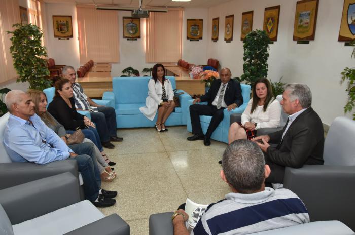 Intercambia Díaz-Canel con familiares de médico de Villa Clara secuestrado en Kenya