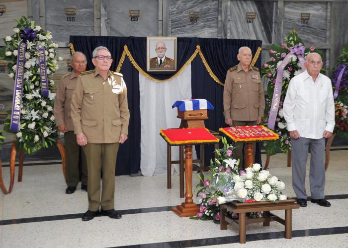 Raúl Castro asiste a homenaje póstumo al General de División Efigenio Ameijeiras (+Fotos)