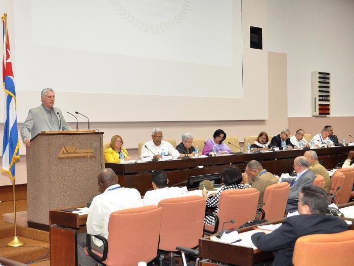 Díaz-Canel habla ante juristas cubanos