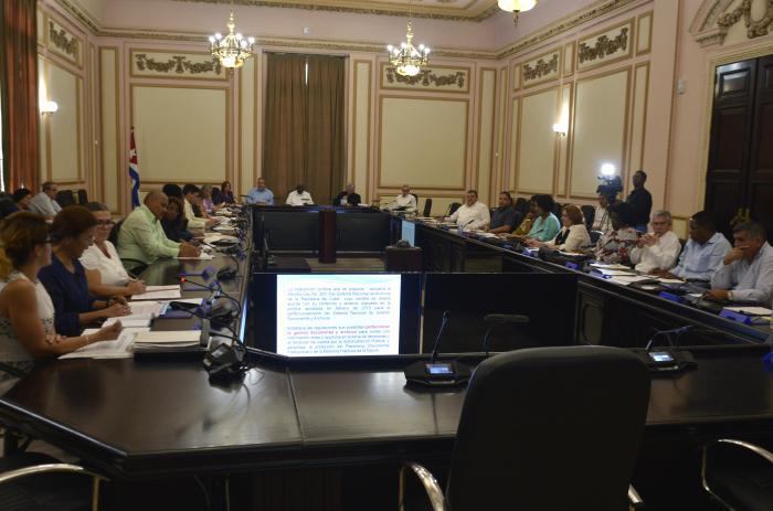 Cuba: Consejo de Estado aprueba nuevos decretos-leyes