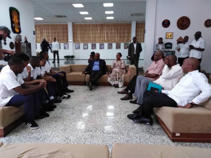 Su Majestad el Rey Letsie III, Rey de Lesoto y la delegación que lo acompaña, visitan la ELAM.