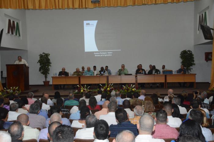 Asiste presidente de Cuba a balance anual de sector agrícola