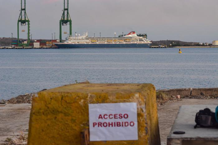 Crucero británico MS Braemar arriba a puerto de Mariel en Cuba