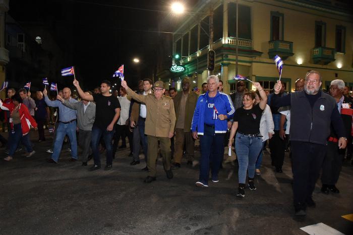 Tenemos a nuestro favor un sistema de salud pública(...), un Partido y un Gobierno, que ponen a los cubanos en el centro de su atención.
