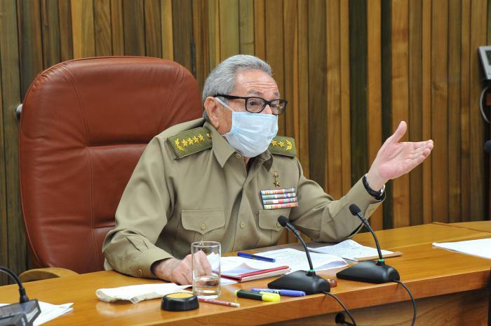 Raúl Castro preside reunión de análisis sobre la situación nacional
