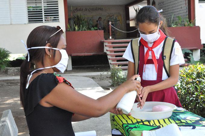 Informa Directora de Educación en Camagüey sobre reinicio del curso escolar