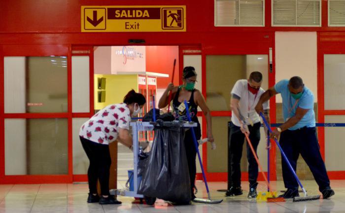 Por la obligada parada en los aeropuertos de cuba por la COVID-19 se aprovecha el tiempo y se realizan reparaciones y mantenimientos.