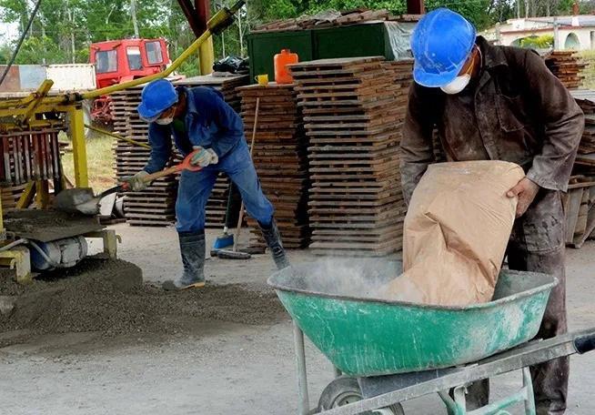 Empresa de Industrias Locales de Camagüey busca mayores entregas para la construcción de viviendas