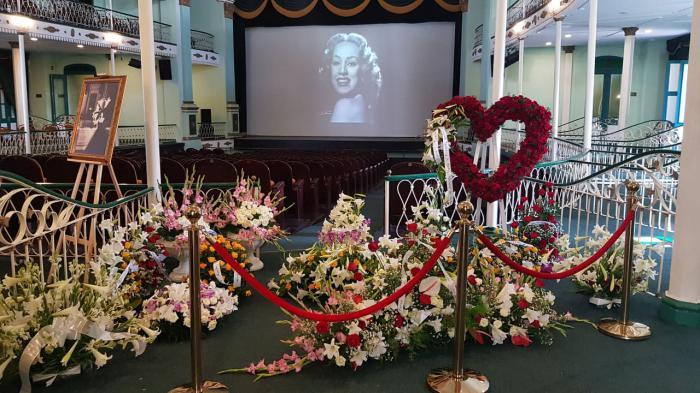 Dedican Raúl y Díaz-Canel ofrendas florales a la memoria de Rosita Fornés