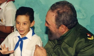 «Para Elián, el mejor libro que se ha escrito para un niño…», así comenzó Fidel la dedicatoria del ejemplar de La edad de oro que le regalara, el 14 de julio del año 2000, en el primer encuentro que sostuvieran hace 20 años, después de la larga batalla p