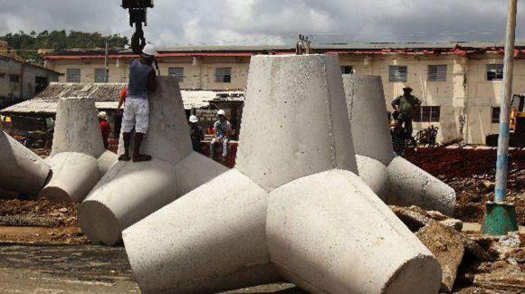 Levantan sistema de protección costera en malecón de Baracoa