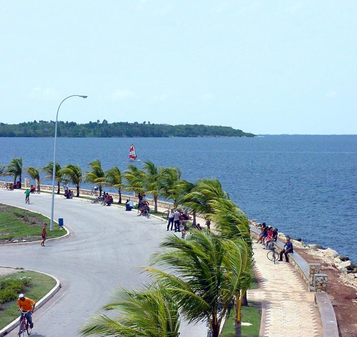 La concreción del Plan de Ordenamiento Urbano de Caibarién incluye la reanimación del entorno costero. foto: radio caibarién