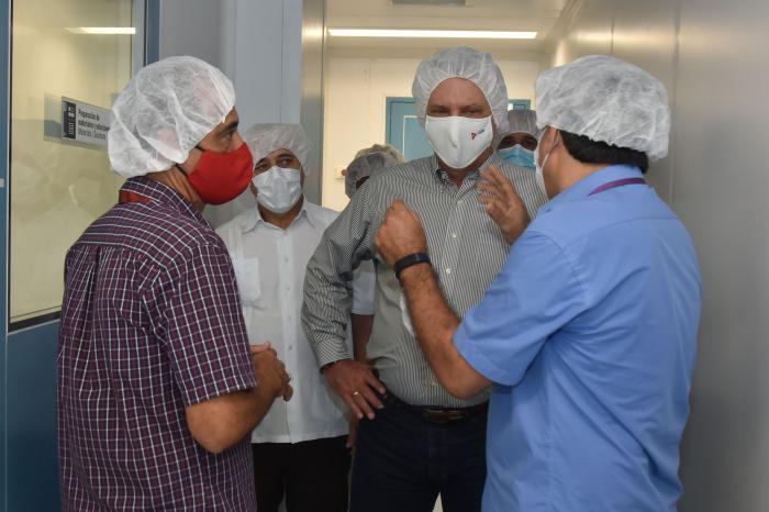Los intercambios sistemáticos entre el gobierno y la comunidad científica, presididos por el presidente de la República, entre otros elementos, ha permitido una respuesta social, científica, política y sanitaria capaz de enfrentar el desafío que la pandemia ha planteado a Cuba.