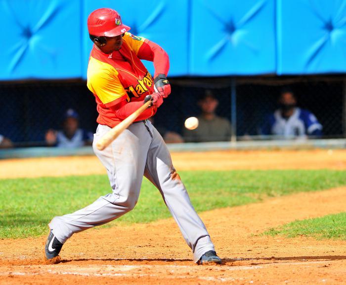 Beisbol-Serie 55 MTZ vs IND Yurisbel Gracial