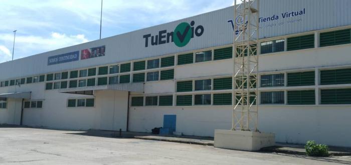 TuEnvioHabana surte de 2 000 a 3 000 combos diarios, pero posee capacidades para almacenar hasta 60 contenedores de mercancías.