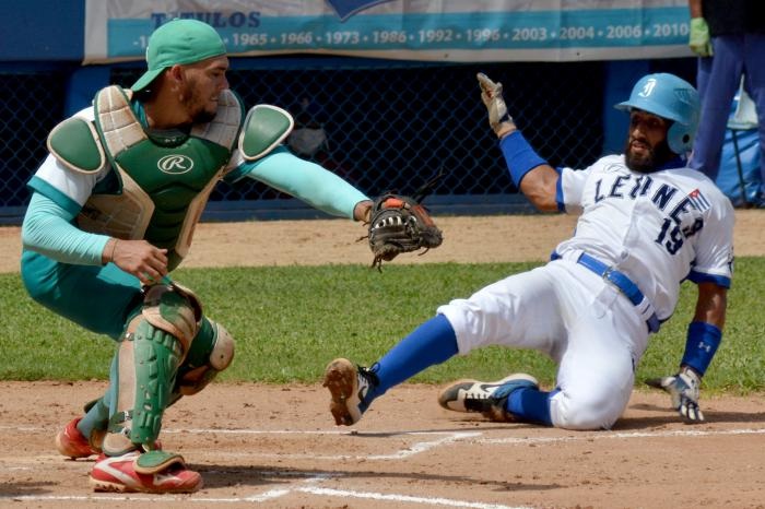 Beisbol-Serie 60 Jugada en Home ROBERTO ACEVEDO SHELTON