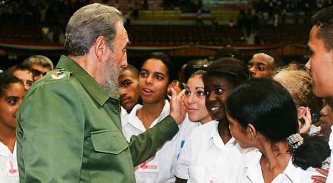 La clave del enlace entre tiempos está en la continuidad de lo que Fidel denomina «el espíritu revolucionario de nuestro pueblo» y «la tarea en cada momento». Foto: Archivo de Granma