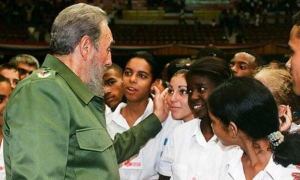 La clave del enlace entre tiempos está en la continuidad de lo que Fidel denomina «el espíritu revolucionario de nuestro pueblo» y «la tarea en cada momento».
