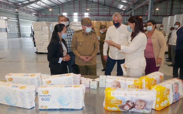 Raúl, Díaz-Canel y Marrero constatan avances en Zona Especial de Desarrollo Mariel (+ Foto)