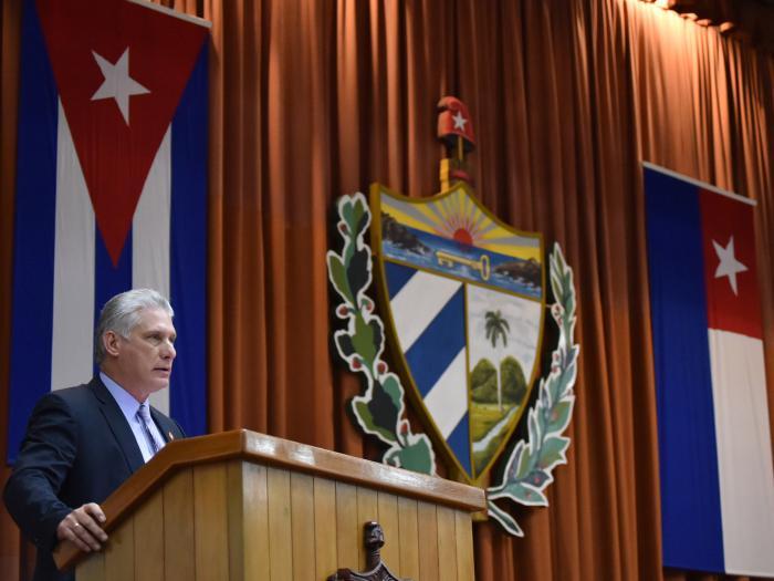 El Presidente Díaz-Canel denunció que la administración estadounidense ha insistido en matarnos; pero nosotros insistimos en vivir y vencer. «Cuba Viva saltó por encima de sus propias posibilidades».