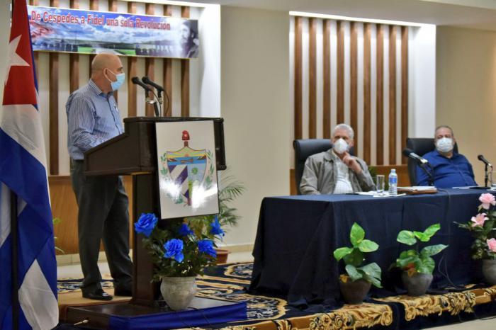 Intercambia Presidente cubano con autoridades de Ciego de Ávila