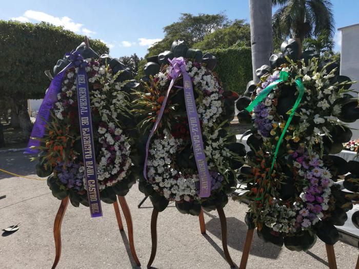 Ofrendas florales de Raúl y Díaz-Canel para tripulantes del helicóptero accidentado el 29 de enero