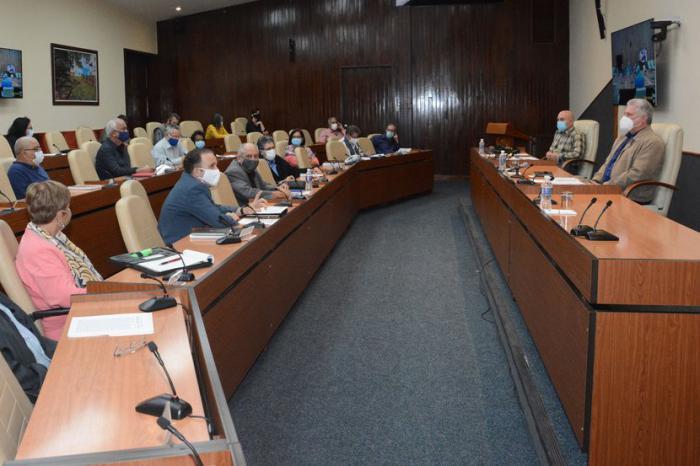 Sembrar la pasión por leer es la meta, destaca Díaz-Canel en diálogo con intelectuales de Cuba