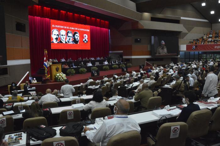 Aprueban Resolución sobre el Informe Central al 8vo. Congreso del Partido Comunista de Cuba (+ PDF)