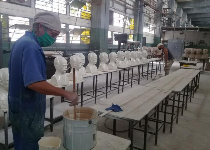 Por primera vez en esta industria se fabrican bustos de José Martí. Foto: Cortesía de la emeg