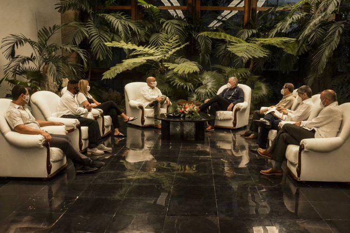 Dialoga Presidente de Cuba con líder del proyecto Puentes de Amor (+ Tuits)