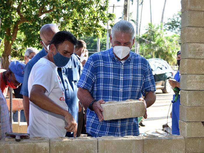Visita de Díaz-Canel a la comunidad Libertad