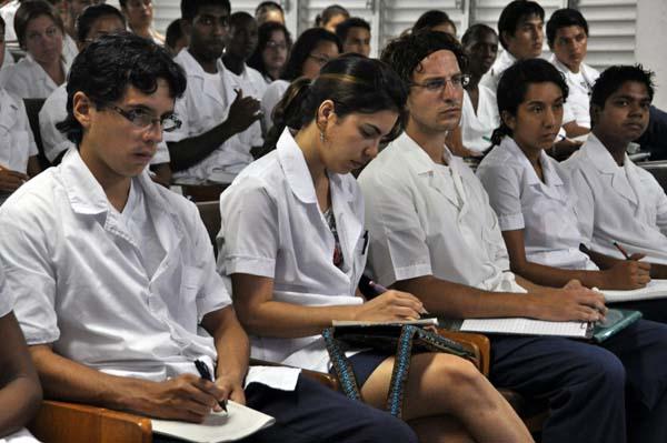 En Cuba se forman como profesionales de la Salud más de 87 mil jóvenes (+ Tuit)
