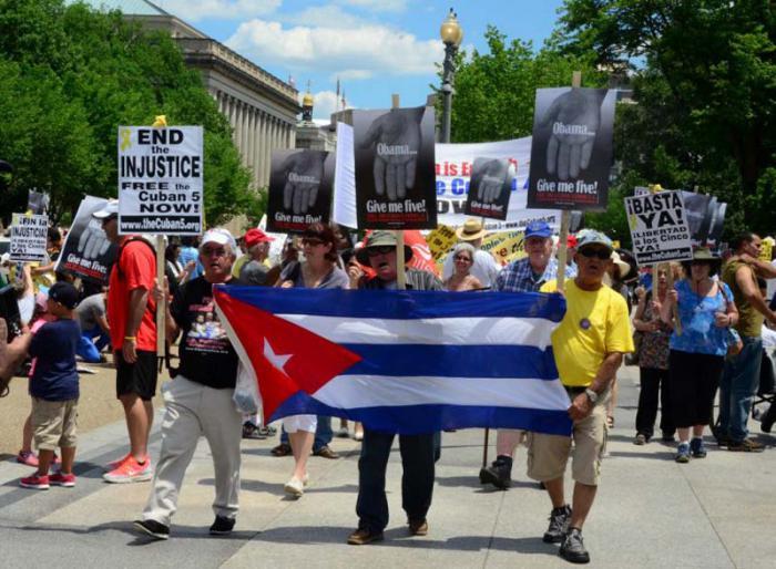 Manifestation en faveur de la liberté des Cinq devant la Maison-Blanche.