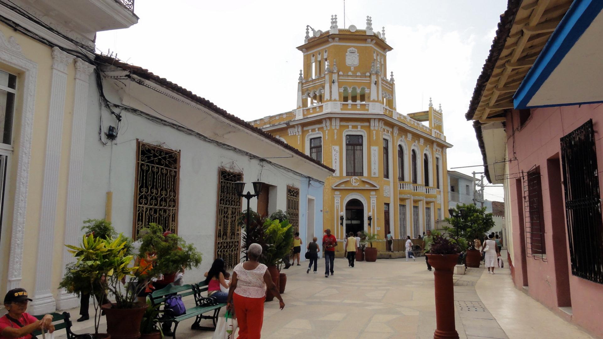 Artistas regalan murales a la ciudad del Espíritu Santo.